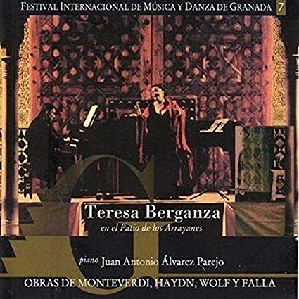 Teresa Berganza en el Patio de los Arrayanes